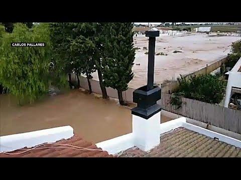 عائلة إسبانية علقت 5 ساعات كاملة قرب سقف منزلها