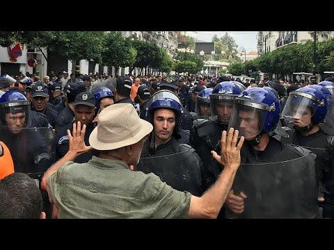 الآلاف يتظاهرون في الجزائر في الجمعة الـ31 رفضًا للانتخابات المرتقبة