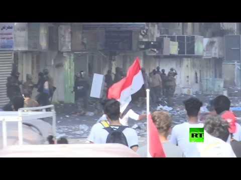 شاهد الشرطة تشتبك مع المحتجين في بغداد خلال التظاهرات الشعبية