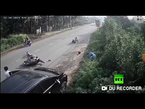 شاهد سائق يتسبب في حادث خطير في منطقة دونغ ناي في فيتنام