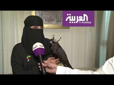 شاهد عذاري الخالدي أول صقّارة في السعودية تتحدى الرجال
