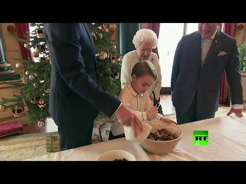 شاهد الملكة البريطانية مع عائلتها تشتغل بطبخ البودينغ