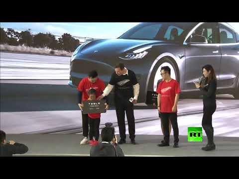 شاهد إيلون ماسك يرقص في افتتاح مصنع في الصين