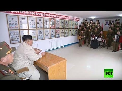 شاهد كيم جونغ أون يستمتع بأداء فرقة عسكرية نسائية