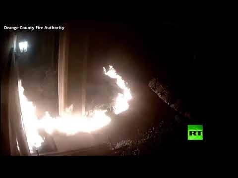 شاهد مجهول يشعل النيران في مبنى سكني في الولايات المتحدة
