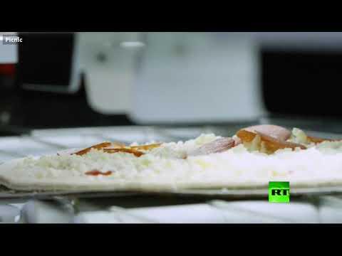 شاهد روبوت يحضّر 300 بيتزا في ساعة