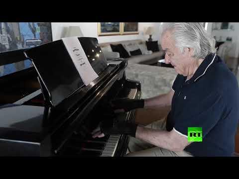 شاهد قفازات سحرية ساعدت على تأهيل عازف بيانو برازيلي