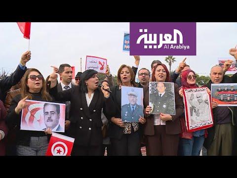 شاهد وقفة احتجاجية ضد العنف السياسي أمام برلمان تونس