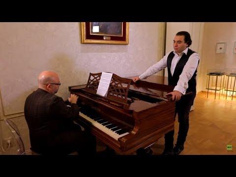شاهد آريا لينسكي بأداء المغني المصري رجاء الدين