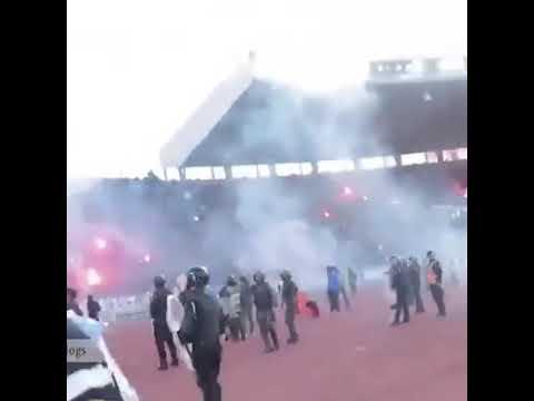 شاهد فيديو  صادم لإصابة مصور خلال تغطيته مباراة الجيش والرجاء