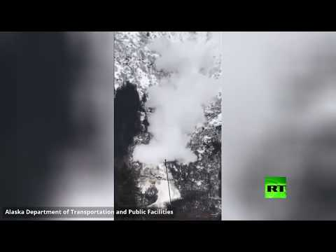 شاهد انهيار متعمد لجبال ثلجية في ألاسكا