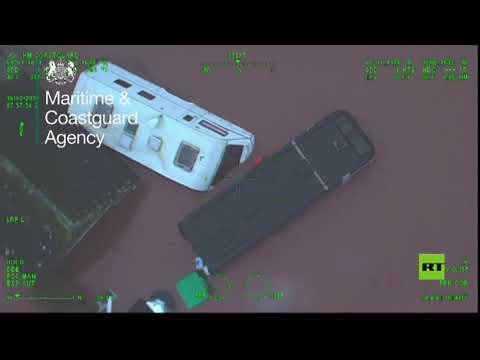 شاهد مروحية خفر السواحل تنقذ سائقًا من الغرق في بريطانيا