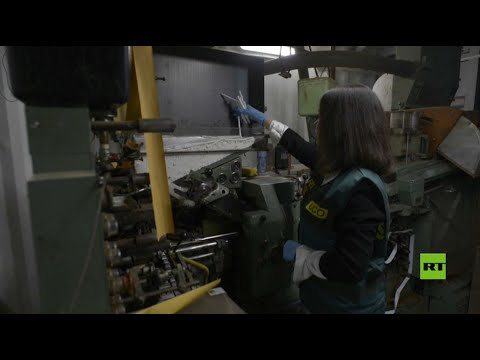 شاهد مداهمة مصنع سجائر مزيفة في إسبانيا