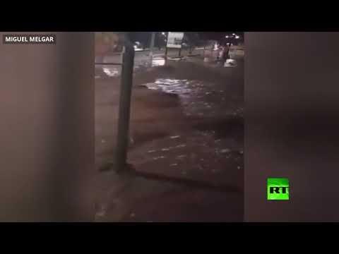 شاهد انهيارات طينية تجر سيارات و تدمر منازل في بيرو