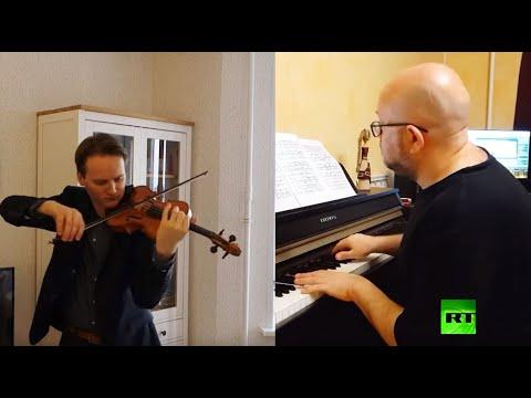 شاهد مصري وروسي يعزفان مقطوعة رائعة في عام التعاون