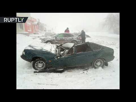 شاهد عاصفة ثلجية قوية تضرب مدينة أورال الروسية