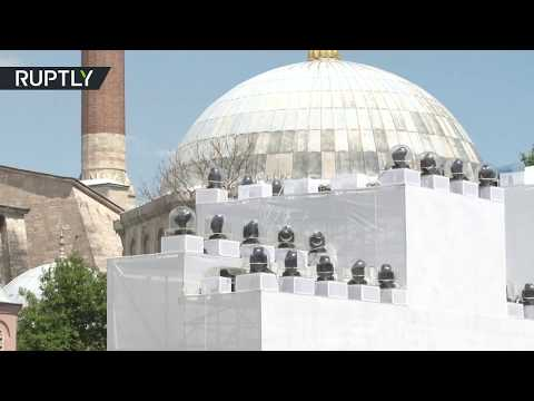 شاهد نماذج لجدران القسطنطينية التاريخية خارج آيا صوفيا في إسطنبول