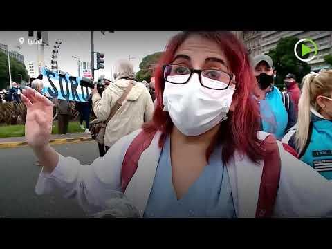 شاهد مشاجرة بين عمال الصحة ومتظاهرين مناهضين للإغلاق في الأرجنتين