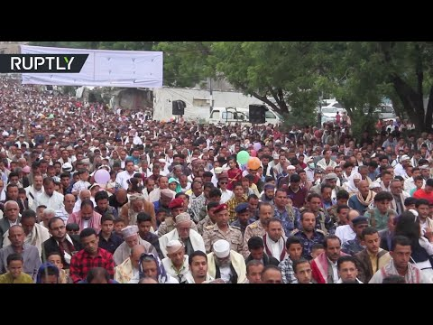 شاهد الآلاف يجتمعون وسط تعز للاحتفال بعيد الأضحى