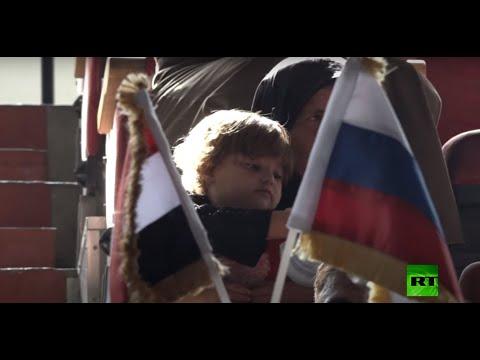 شاهد الأعمال الروسي السوري يوزع مساعدات على متضرري الحرب في حماة