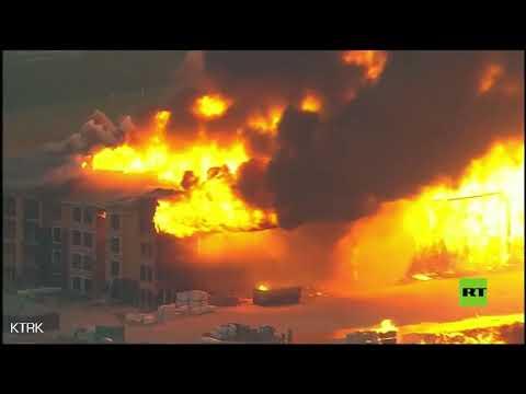 شاهد حريق هائل في مدينة هيوستون الأميركية يلتهم مجمعًا سكنيًا