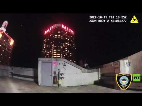 شاهد لحظة إنقاذ شرطي لرجلًا أراد الانتحار في الولايات المتحدة
