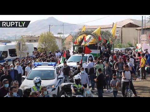 المئات يشاركون في تشييع جنازة صائب عريقات في أريحا الفلسطينية