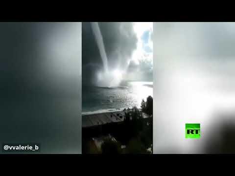 شاهد تداول مقطع فيديو يرصد أعاصير نادرة عملاقة في البحر الأسود