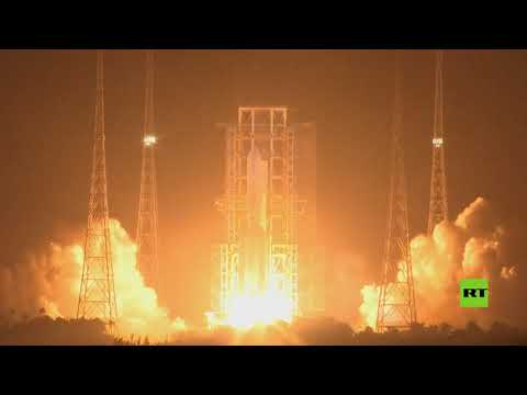 شاهد الصين تُطلق مركبة فضائية لجمع عينات من الصخور القمرية