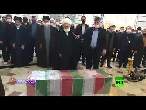 شاهد صلاة الجنازة على جثمان العالم الإيراني المغتال في مرقد فاطمة المعصومة