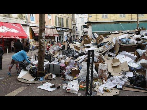 تراكم القمامة وانتشار الروائح الكريهة في شوارع مدينة مرسيليا الفرنسية